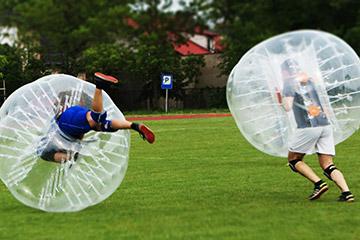 Bubble ball football amigos partido hierba