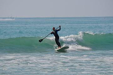 Paddle surf ola mar salvaje
