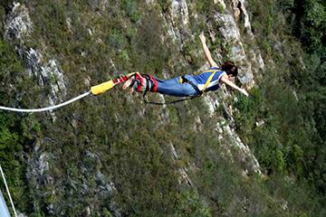 puenting naturaleza deporte extremo salto chica montaña